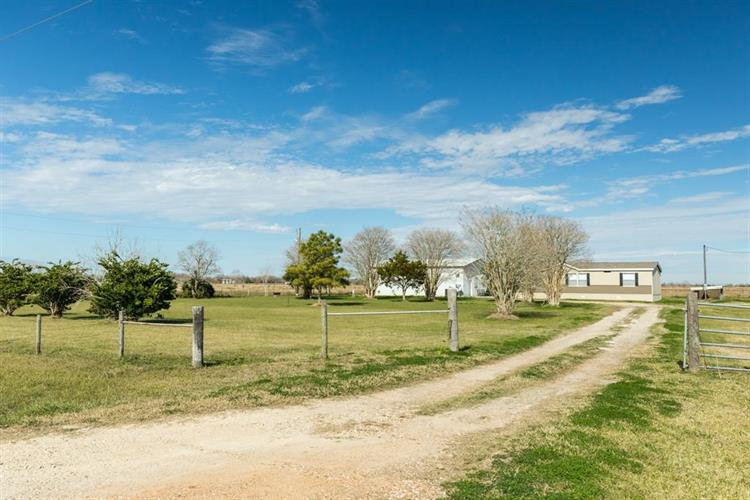 1410 COUNTY ROAD 237, Bay City, TX 77414 - Image 1
