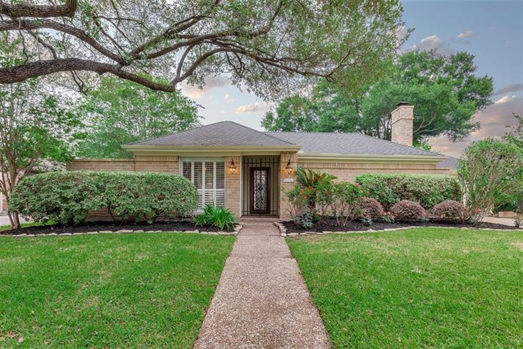 11922 Westmere Drive, Houston, TX 77077