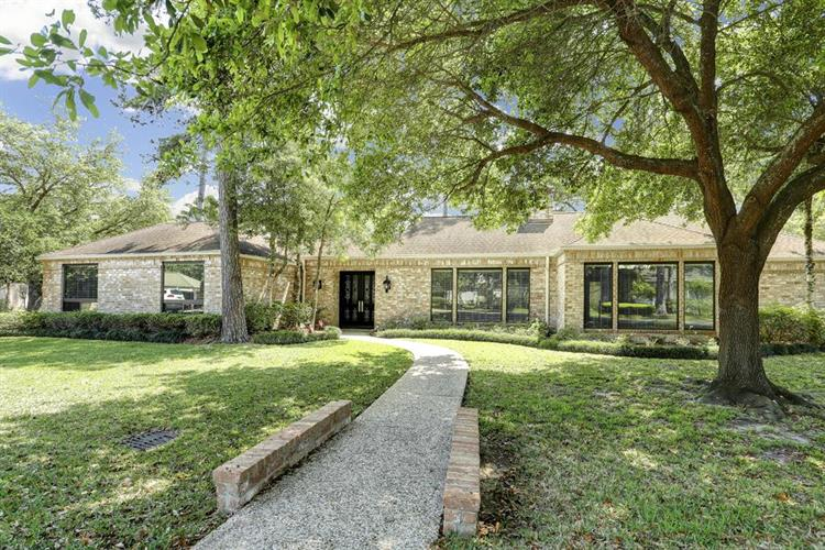 11723 Claywood Street, Bunker Hill Village, TX 77024
