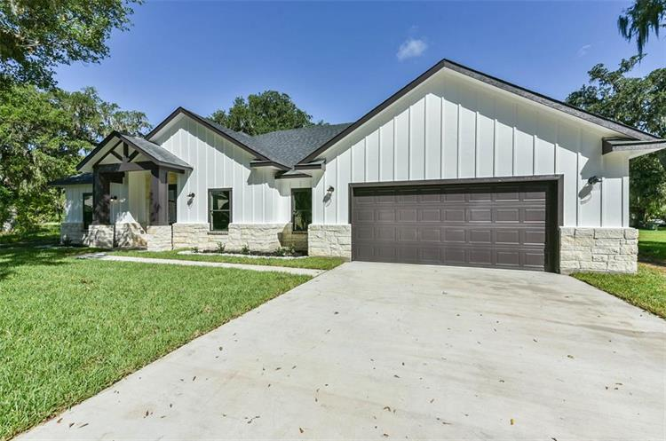 232 W Twin Lakes Boulevard, West Columbia, TX 77486 - Image 1