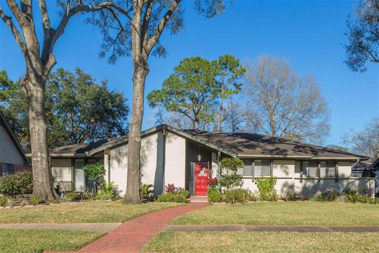 15215 Saint Cloud Drive, Houston, TX 77062 - Image 1
