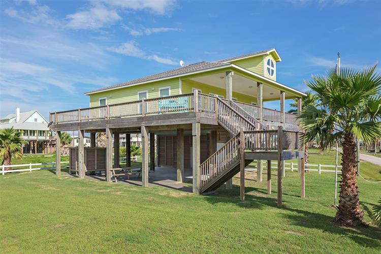 889 Bowers Lane, Crystal Beach, TX 77650