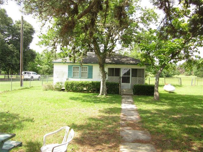 241 Railroad Street, New Ulm, TX 78950