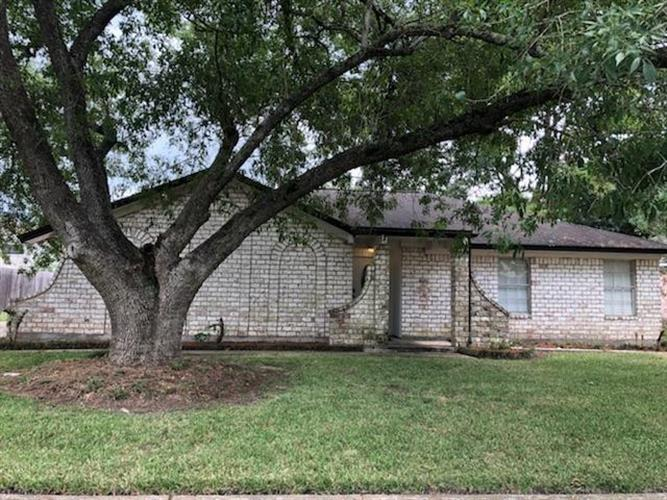 345 W Castle Harbour Drive, Friendswood, TX 77546