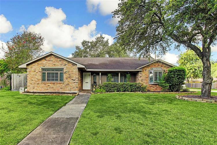 5202 W Bellfort Street, Houston, TX 77035