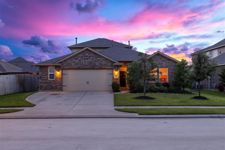 9979 Willow Falls Lane, Brookshire, TX 77423