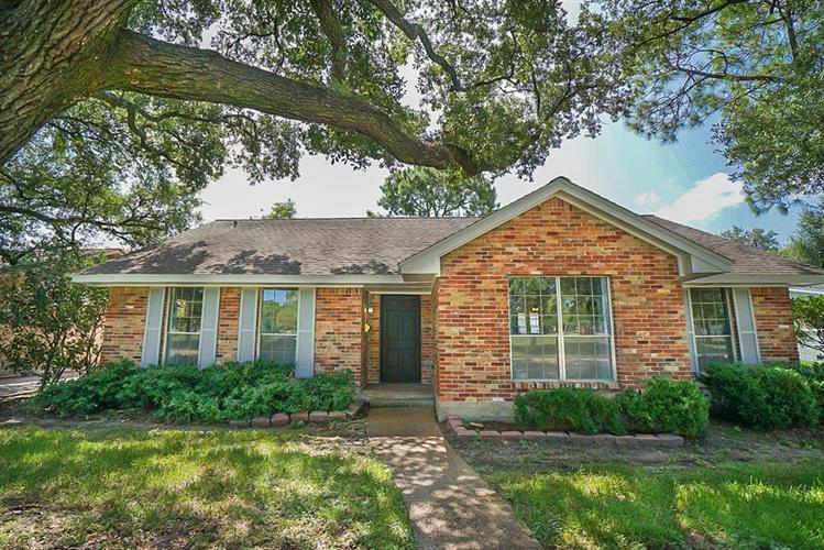 5047 Dumfries Drive, Houston, TX 77096