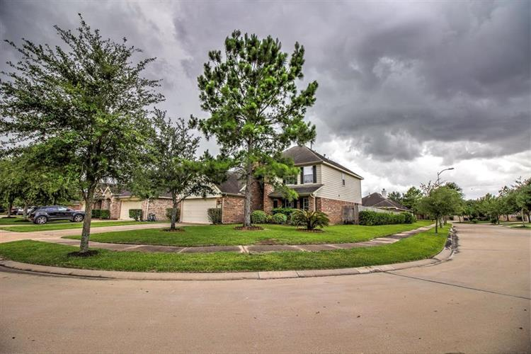 20123 E Lakebridge Lane, Richmond, TX 77407