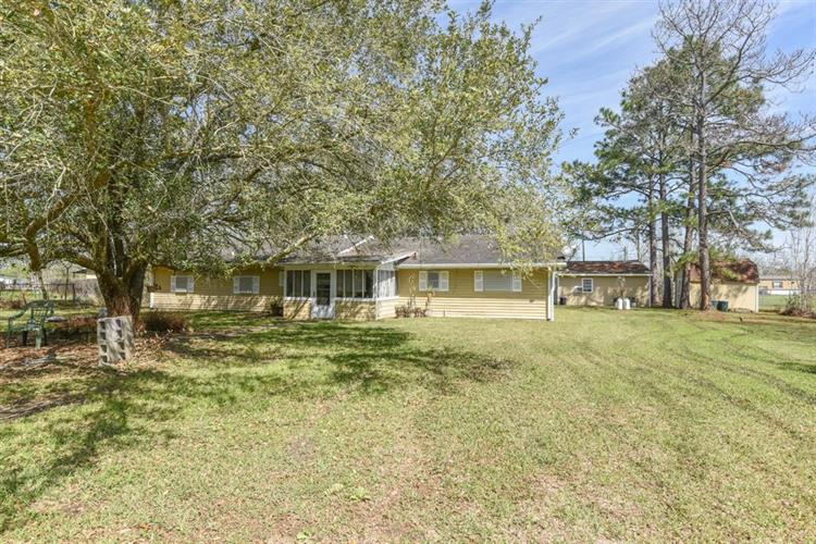 7440 County Road 215a, Alvin, TX 77511