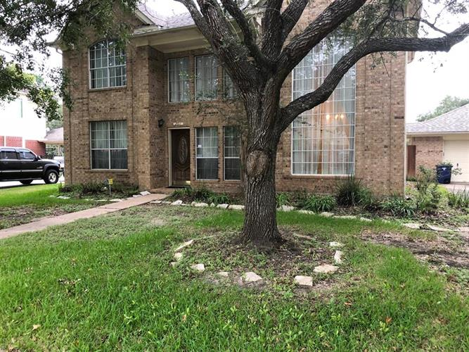 201 Water Oak Drive, League City, TX 77573