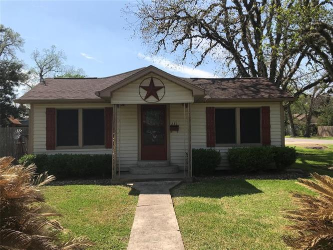 211 N Fig Street, Sweeny, TX 77480