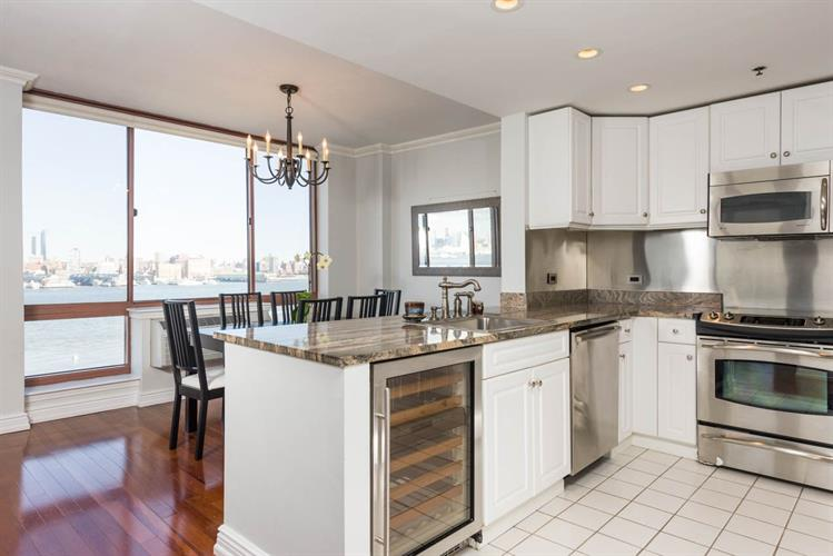 2 CONSTITUTION CT, Hoboken, NJ 07030