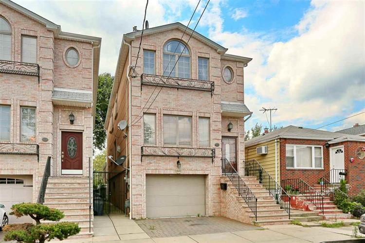 8821 1ST AVE, North Bergen, NJ 07047