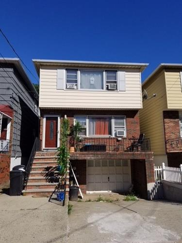 694 AVENUE E, Bayonne, NJ 07002