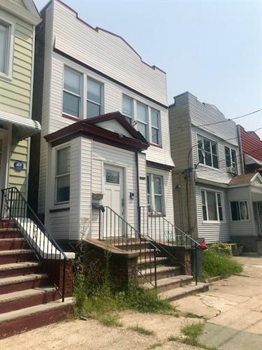 300 CHAPEL AVE, Jersey City, NJ 07305