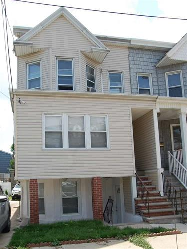 20 EAST 43RD ST, Bayonne, NJ 07002