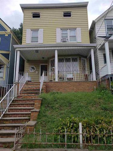 468 AVENUE E, Bayonne, NJ 07002