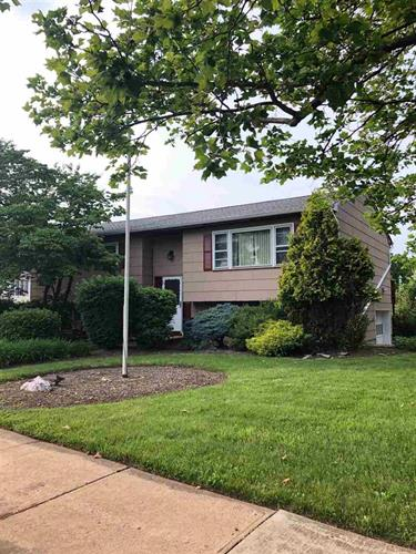 2 KELLY CT, Middlesex, NJ 08846 - Image 1