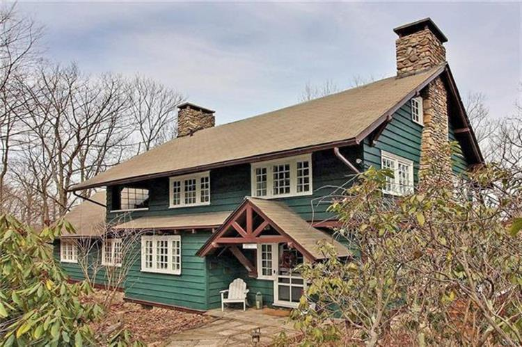 30 Summit Avenue, Swiftwater, PA 18370
