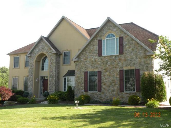 5250 Woodcock Circle, Coopersburg, PA 18036