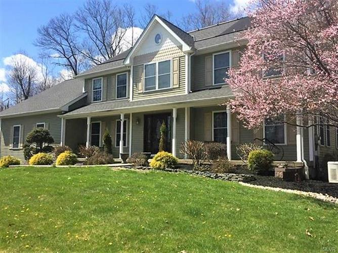 312 Oak Road, Washington Township, PA 18013