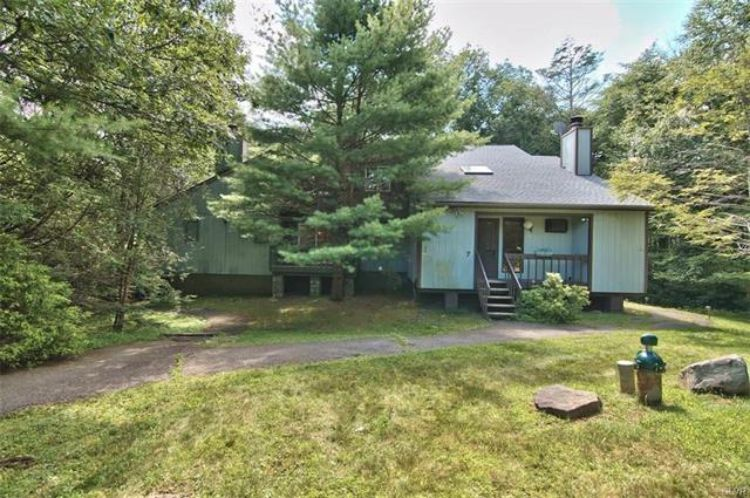 4 Ski Side Court, Tannersville, PA 18372 - Image 1
