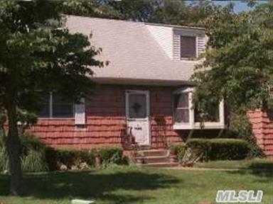 4 Hilliard Ave, Central Islip, NY 11722