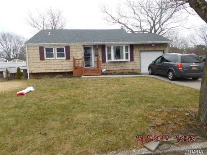 3117 Heather Ave, Medford, NY 11763