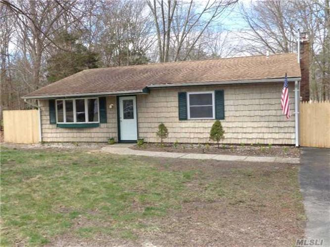 82 Wellington Rd, Middle Island, NY 11953