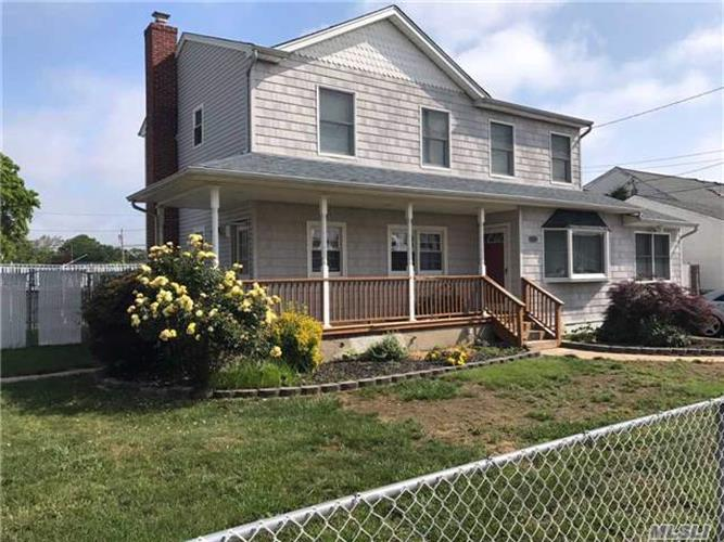 101 Justice St, West Babylon, NY 11704