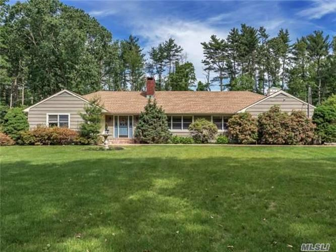 1 Emerson Rd, Brookville, NY 11545