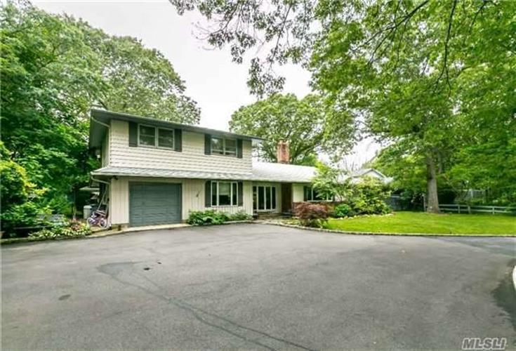 19 Timberline Dr, Huntington, NY 11743