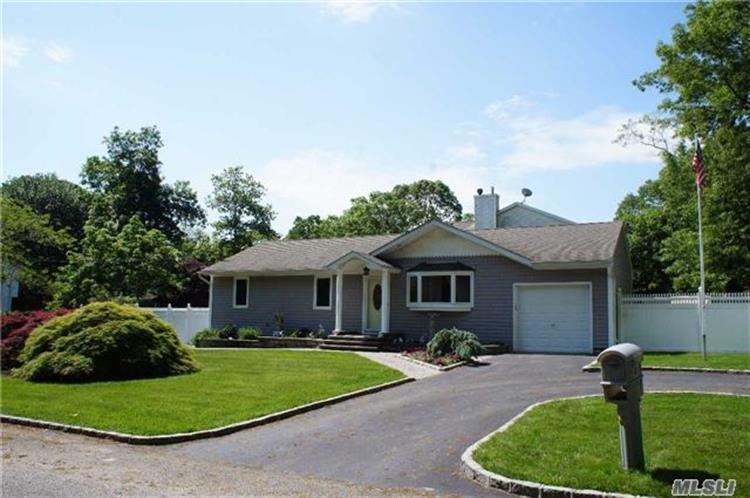 singles in center moriches The new york times has 15 homes for sale in center moriches find the latest open houses, price reductions and homes new to the market with.