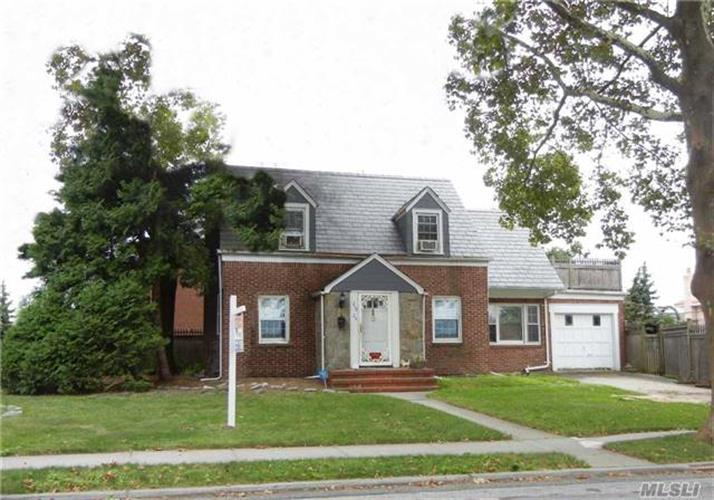 249-20 Thornhill Ave, Little Neck, NY 11362