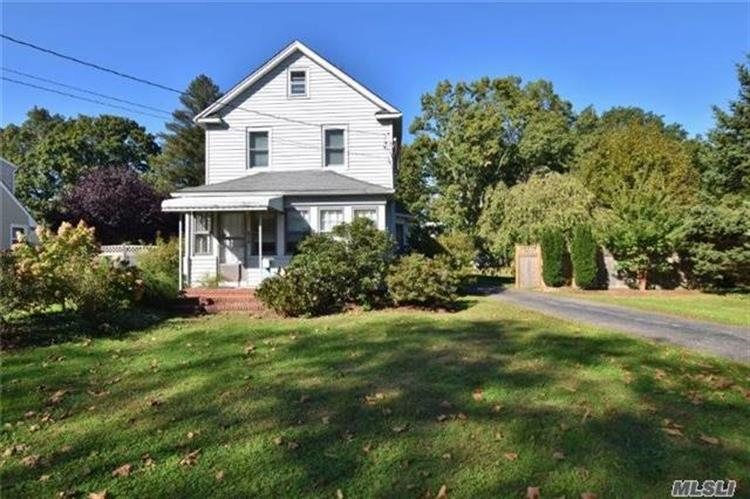 614 6th Ave, East Northport, NY 11731