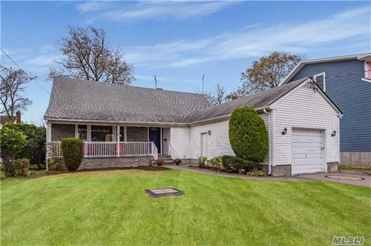 659 S Long Beach Ave, Freeport, NY 11520