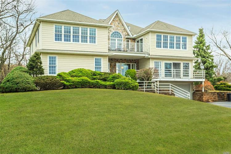 24 Waters Edge Ln, Mount Sinai, NY 11766