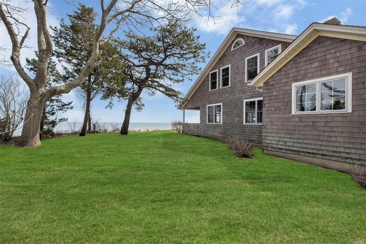 4000 Great Peconic Ba Blvd, Laurel, NY 11948
