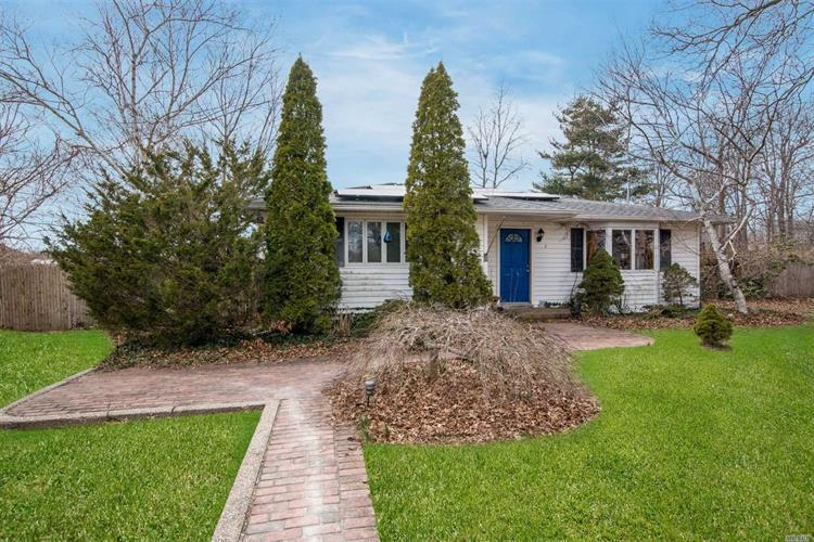 2 Newport Beach Blvd, East Moriches, NY 11940