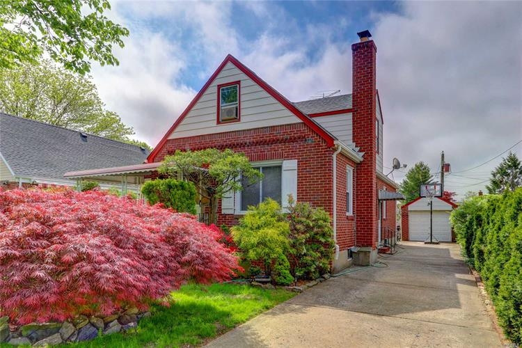 66 Nugent St, New Hyde Park, NY 11040 - Image 1