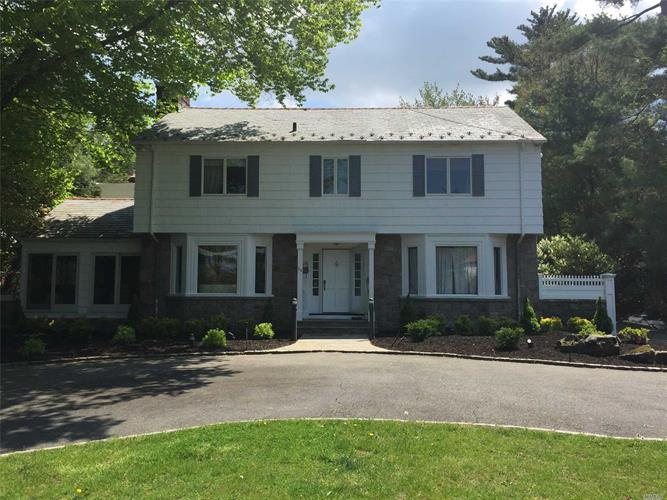 11 Mitchell Dr, Great Neck, NY 11024