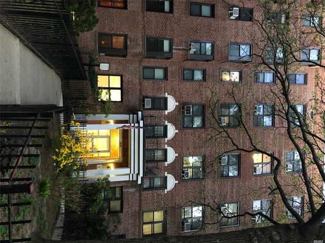 87-10 34th Ave, Jackson Heights, NY 11372