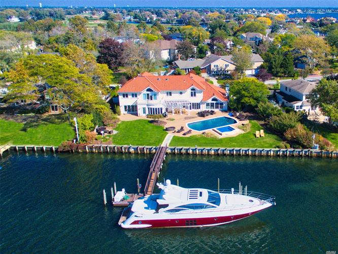 966 Wateredge Pl, Hewlett Harbor, NY 11557