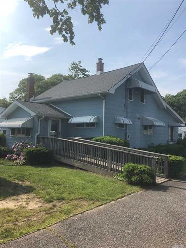 65 Shaber Rd, Patchogue, NY 11772