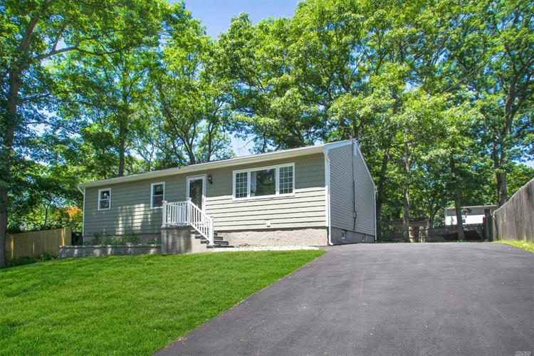 16 Lawrence Dr, Sound Beach, NY 11789
