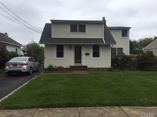 3677 Lufberry Ave, Wantagh, NY 11793