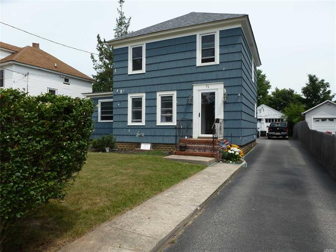 71 Liberty St, Patchogue, NY 11772