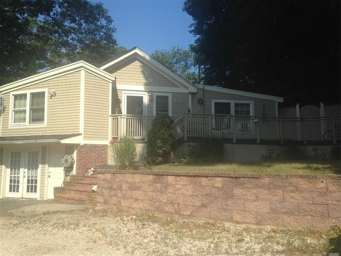 81 Pinelawn Rd, Sound Beach, NY 11789