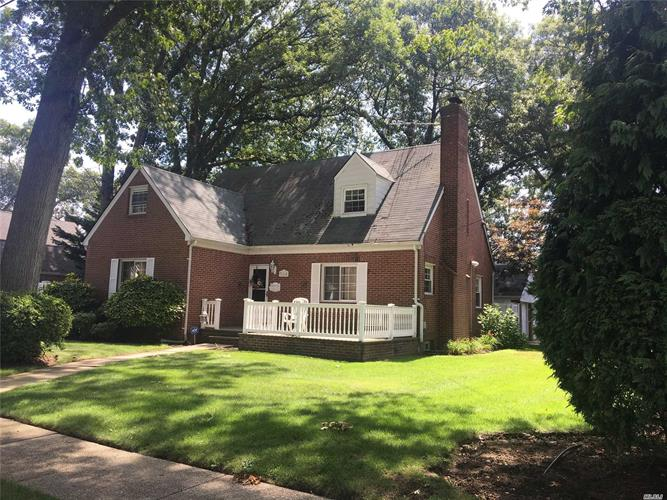 365 Garfield Ave, West Hempstead, NY 11552