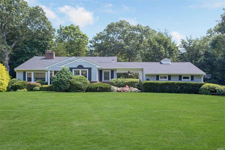 4 Timberline Dr, Huntington, NY 11743